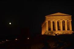 Świątynia zgoda i księżyc w pełni Fotografia Stock