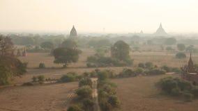 Świątynie Bagan kompleks w mglistym dniu zdjęcie wideo