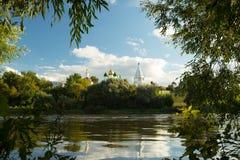 Świątynie I Belltower Na wniebowzięcie katedry kwadracie W Kolomna, Fotografia Royalty Free