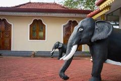 Świątynny kandy Statuy słonie blisko świątyni Obrazy Royalty Free