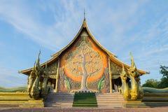 Świątynny Sirindhorn Wararam, PhuProud świątynia, Wat tajlandzki w Ubon szczurze Fotografia Stock