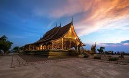 Świątynny Sirindhorn wararam Wat Phu Prao na pięknym zmierzchu s Zdjęcie Royalty Free
