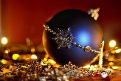 święta bożego pojęcia dekoracji kolorowe wakacje ornamentuje tradycyjnego sezonowego Zima wakacje i tradycyjni ornamenty na choin Fotografia Royalty Free