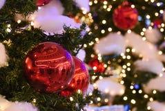 święta bożego pojęcia dekoracji kolorowe wakacje ornamentuje tradycyjnego sezonowego Zima wakacje i tradycyjni ornamenty Oświetle Fotografia Stock