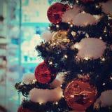święta bożego pojęcia dekoracji kolorowe wakacje ornamentuje tradycyjnego sezonowego Zima wakacje i tradycyjni ornamenty Oświetle Zdjęcia Royalty Free