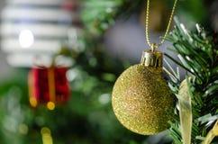 Święta dekoracyjni Nowego Roku skład z śniegiem zdjęcia stock