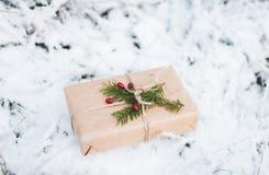 Święta dekorują odznaczenie domowych świeżych pomysłów Prezenta bożenarodzeniowy pudełko obraz royalty free