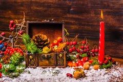 Święta Dziękczynienia tło z rozpieczętowanym klatka piersiowa skarbem, appl Zdjęcie Royalty Free