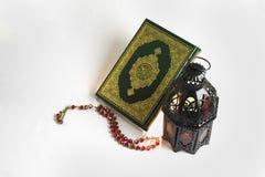 Święta Księga Koran i Orientalny lampion Zdjęcia Stock