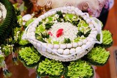 Święta nić na kwiat tacy dla ślubnej ceremonii Zdjęcia Royalty Free