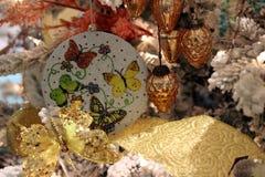 Święta tła balowych ostrego ornamentów białe drzewo Obraz Royalty Free
