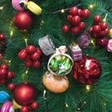 Święta tła balowych ostrego ornamentów białe drzewo Zdjęcie Stock
