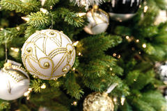Święta tła balowych ostrego ornamentów białe drzewo Obrazy Stock