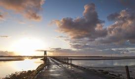 Święta wyspa, droga na grobli Bezpieczeństwa schronienie northumberland england UK obrazy stock