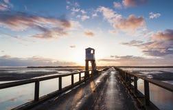 Święta wyspa, droga na grobli Bezpieczeństwa schronienie northumberland england UK zdjęcie royalty free