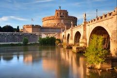 Świętego Angelo most nad Tiber rzeką w Rzym i kasztel Zdjęcie Stock