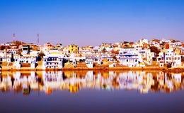 Świętego brahmanu Pushkar Rajasthan India Grodzki Jeziorny pojęcie Zdjęcia Stock