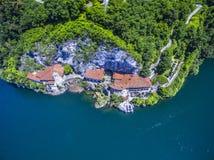 ŚWIĘTEGO CATARINA kościół LAGO MAGGIORE i opactwo PIĘKNA jezioro W WŁOCHY obraz stock
