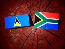 Świętego Lucia flaga z południe - afrykanin flaga na drzewnym fiszorku odizolowywa Zdjęcia Royalty Free