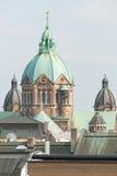 Świętego Lukas Monachium i kościół dachy II Fotografia Royalty Free