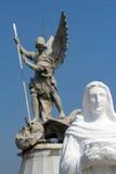 Świętego Michael archanioł folował ciało z ostrości i dziewicy rzeźb Fotografia Royalty Free