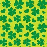 Świętego Patrick dnia projekt - Cztery liści koniczynowy bezszwowy wzór Obrazy Royalty Free