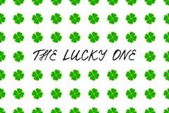 Świętego Patrick ` s dnia kartka z pozdrowieniami z zieloną mozaiki koniczyną opuszcza na białym tle i tekst Inskrypcja - szczęsl Obraz Stock