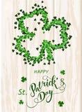 Świętego Patrick ` s dnia zaproszenia karta, koniczyny tło, literowanie, wiosna wakacje Obrazy Stock