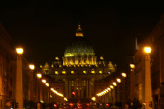 Świętego Peters bazylika przy nocą, Rzym, Włochy Zdjęcie Royalty Free