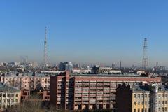 Świętego Petersburg ranku housetop wierza zdjęcia royalty free