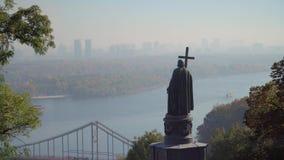 Świętego Volodymyr zabytek i Zaporoska rzeka w Kijów zdjęcie wideo