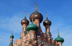 Świętej trójcy kościół wokoło Ostankino w pogodnym zimy popołudniu chrześcijaństwo moscow obraz royalty free