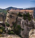 Świętej trójcy monaster w Meteor kołysa, znaczyć zawieszam w powietrze w Trikala, Grecja Obrazy Royalty Free
