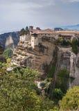 Świętej trójcy monaster w Meteor kołysa, znaczyć zawieszam w powietrze w Trikala, Grecja Fotografia Stock