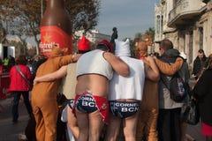 ŚWIĘTO BOŻĘGO NARODZENIA schronienia pływanie 2015, BARCELONA, Portowy Vell - 25th Grudzień: Pływaczki w Święty Mikołaj kapelusza Obrazy Royalty Free