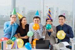 Świętować w biurze Zdjęcia Royalty Free