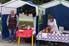Świętowanie dzień miód w Rosyjskim mieście Medyn, Kaluga region na Sierpień 14, 2016 Fotografia Royalty Free