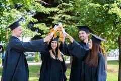 Świętowanie edukaci skalowania Studencki sukces Uczy się Concep obraz royalty free