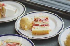Świętowanie lody i tort Zdjęcia Royalty Free