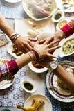 Świętowanie przyjaźni więzi pojęcie Obraz Stock