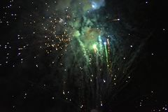 Świętowanie z fajerwerkami przy nocą obrazy stock