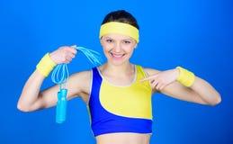 świętowaniu sukcesu Sporty kobieta pociąg w gym Siła i władza Zdrowie dieta sukces Szczęśliwy kobieta trening z skokiem obraz stock