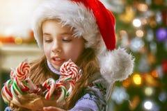 świętuje świętowania bożych narodzeń córki kapeluszy macierzysty Santa target2744_0_ Zdjęcia Royalty Free