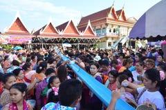 Świętuje Songkran festiwal w Mon stylu Zdjęcia Stock
