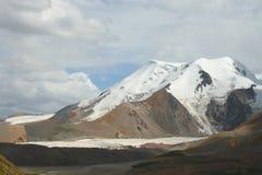 Święty śnieżny halny Anymachen i lodowowie na Tybetańskim plateau, Qinghai, Chiny Fotografia Stock
