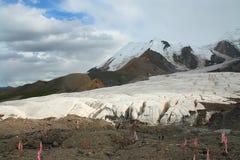 Święty śnieżny halny Anymachen i lodowowie na Tybetańskim plateau, Qinghai, Chiny Fotografia Royalty Free
