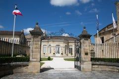 Święty Emilion, bordowie/Francja - 06 19 2018: Bordoski wino wysyła winnicę świętego unesco grodzki centrum Zdjęcie Royalty Free