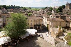 Święty Emilion, bordowie/Francja - 06 19 2018: Bordoski wino wysyła winnicę świętego unesco miasteczka widok Obrazy Stock