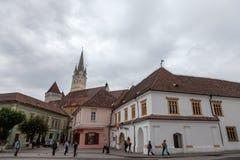 Święty Margaret Sf Margareta kościół w popołudniu widzieć od głównego placu Medias, jeden główni miasta Transylvania fotografia royalty free