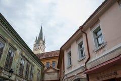 Święty Margaret Sf Margareta kościół w popołudniu widzieć od głównego placu Medias, jeden główni miasta Transylvania zdjęcie stock